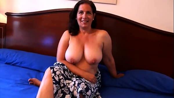 Maduras safadas em video de sexo mamando rola grossa