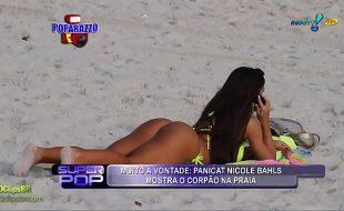 Nicole bahls nua na praia mostrando o seu corpo lindo
