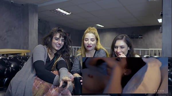 Clara aguiar camgirl com amigas assistindo video porno