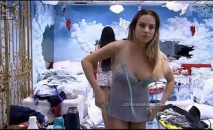 Flagra de Gabi Martins pelada deixando tudo a mostra