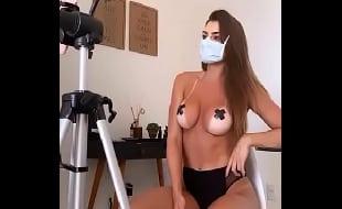 Sarah Caus Nua exibindo seu corpo perfeito