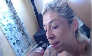 Filme Sexo Oral loira ajoelhada querendo pica na garganta
