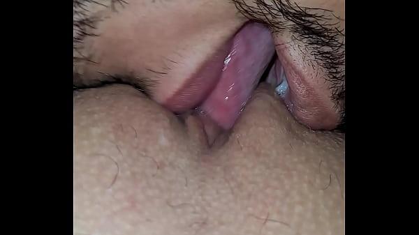 Chupando buceta até goza