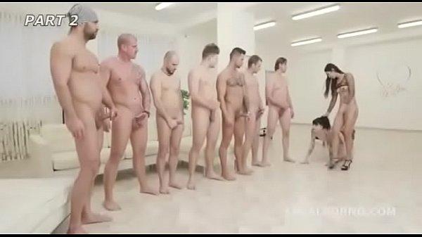 Vários homens