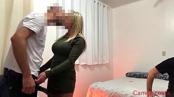 Vídeo porno com coroa safada dando pra dois