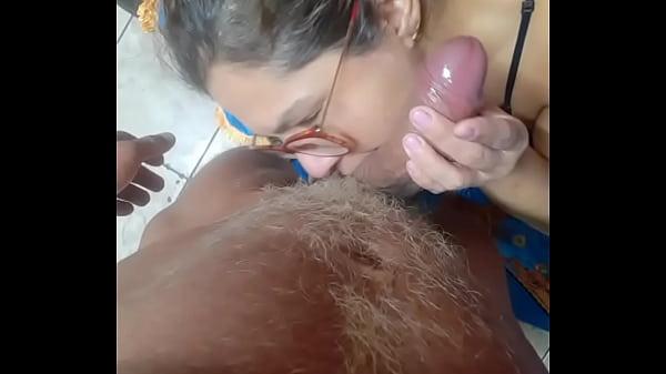 Mãe obrigando a filha a fazer sexo com o filho
