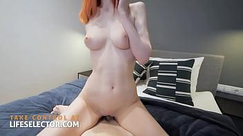 Sexo intenso com o cara socando fundo na vadia